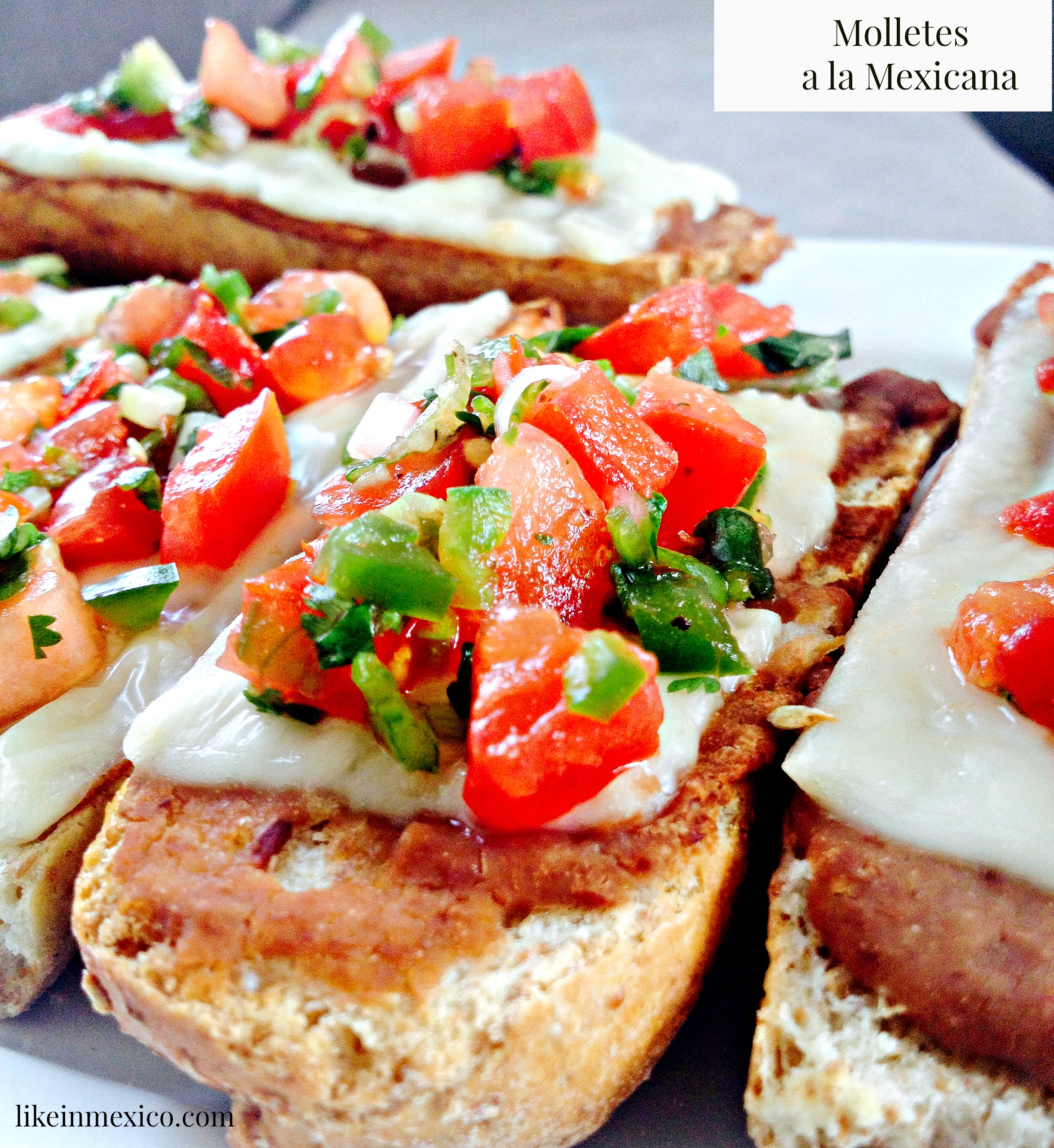 Mexican Breakfast: Molletes a la Mexicana |